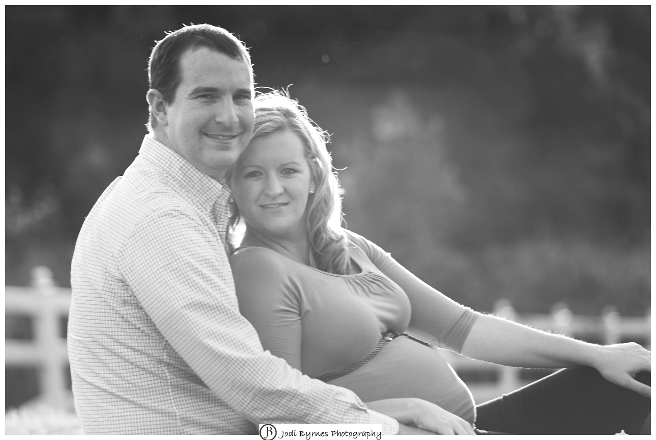 Outdoor natural light maternity pictures