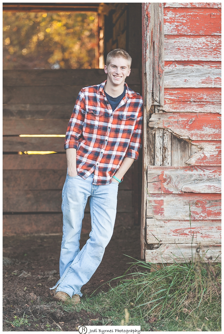Country barn senior pictures